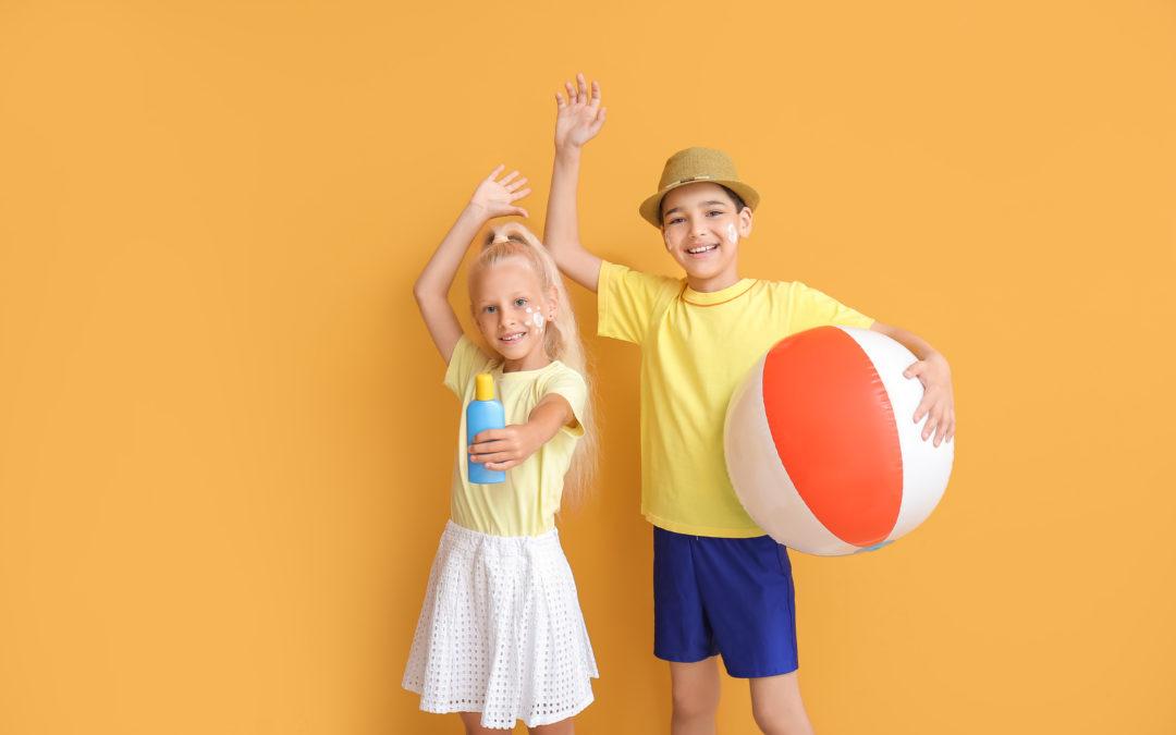 Expliquer aux enfants pourquoi mettre de la crème solaire pour protéger sa peau